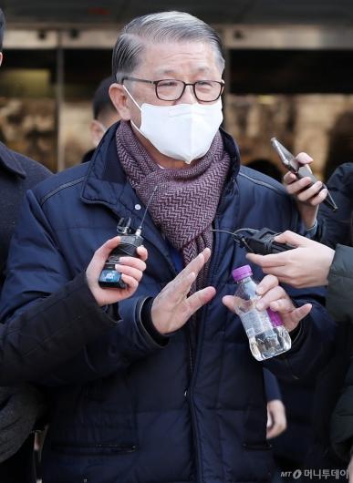 [사진]영장심사 마친 최신원 회장, 구속 갈림길