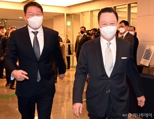 [사진]서울상의 의원총회 참석하는 박용만-최태원 회