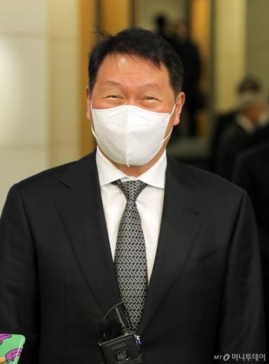[사진]미소 짓는 최태원 회장