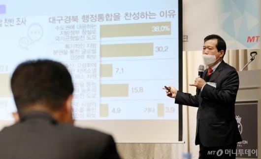 [사진]강연하는 하혜수 위원장