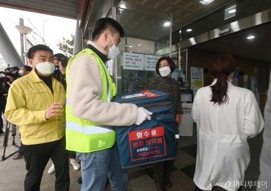 [사진]보건소 도착한 코로나19 백신