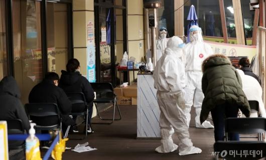 [사진]백신 접종 하루 전, 코로나 검사는 계속