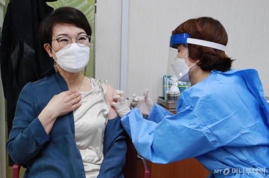 [사진]접종 시작된 AZ 백신