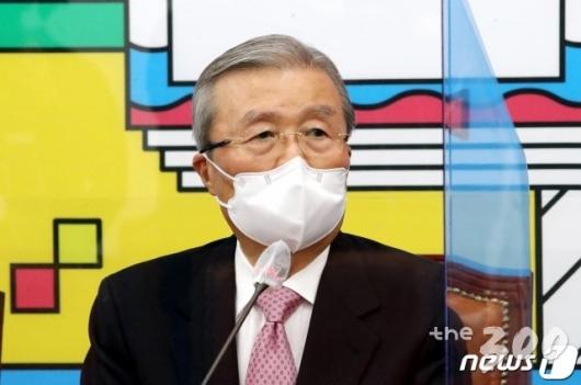 4번 원하는 안철수, 절대 안된다는 김종인…'2번의 전쟁' 개막