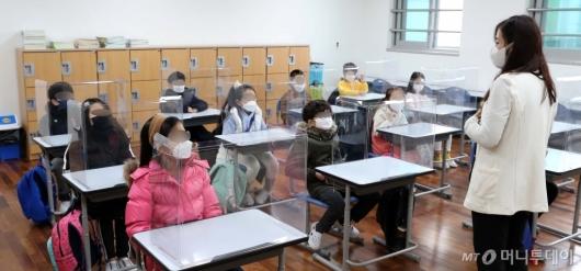 [사진]반가운 학생들