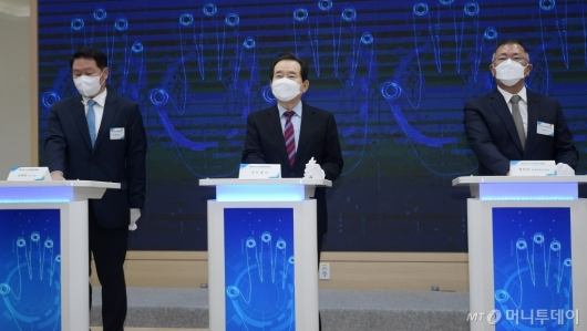 [사진]수소산업 생태계 구축 선포식 참석한 정세균-정의선-최태원
