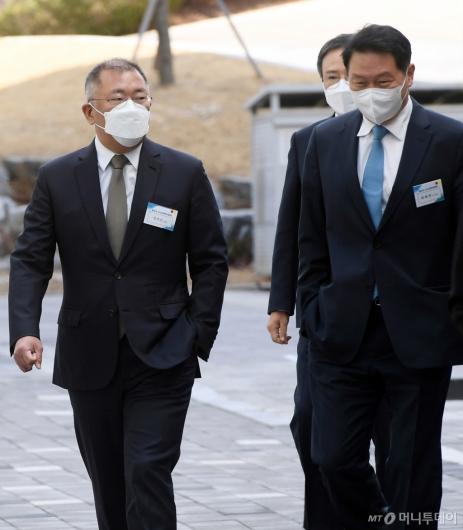 [사진]함께 걷는 정의선-최태원 회장