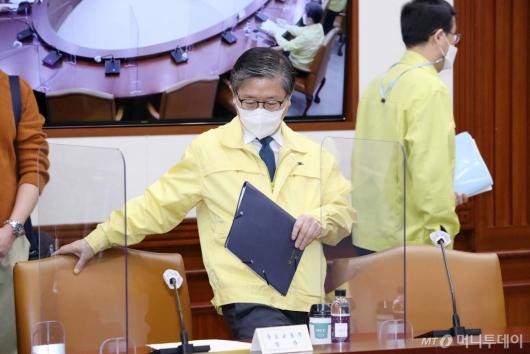 [사진]회의 참석하는 변창흠 장관