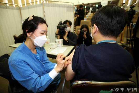 [사진]서울대병원 의료진 백신 접종
