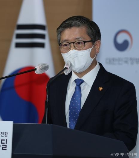 [사진]LH 투기 의혹 관련 브리핑하는 변창흠 장관