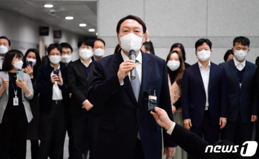 [단독]윤석열 측, 작년말 안철수 전 최측근 찾아 대선 조언 구했다