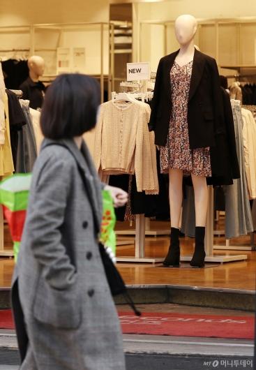[사진]절기상 '경칩' 봄옷 입은 마네킹