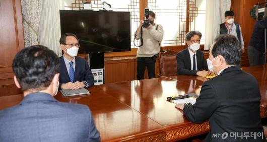 [사진]'LH 투기 의혹' 수사 보고하는 남구준 본부장