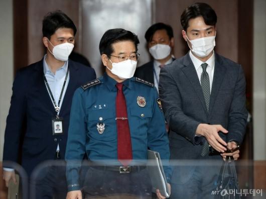 [사진]'LH투기의혹' 긴급관계기관회의 참석하는 김창룡 청장