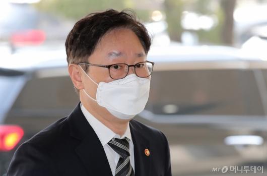 [사진]회의 참석하는 박범계 장관