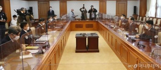 [사진]정세균 총리, LH 의혹 수사협력 관련 회의 주재