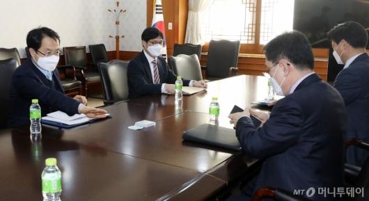 [사진]'LH 투기 의혹' 실무협의회 마주한 검경