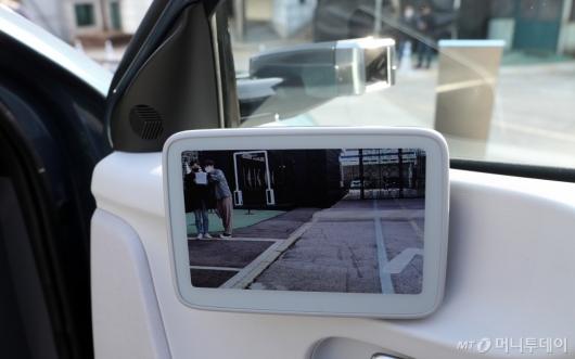 [사진]아이오닉5의 디지털 사이드미러