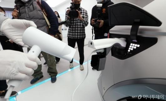 [사진]아이오닉5, 전자기기 사용 편리하게