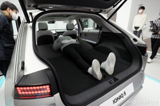[사진]차박 가능한 넓은 트렁크공간