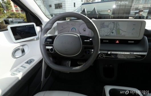 [사진]'아이오닉5'의 운전석