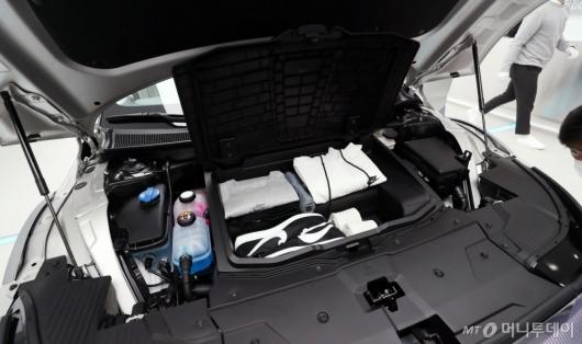 [사진]아이오닉5, 엔진룸 열면 수납공간이
