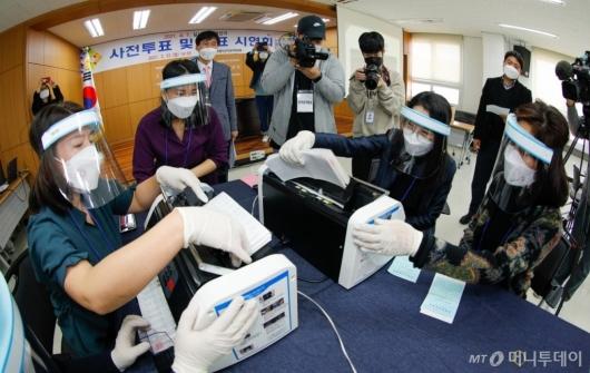 [사진]서울시선관위, 사전투표 및 개표 시연회