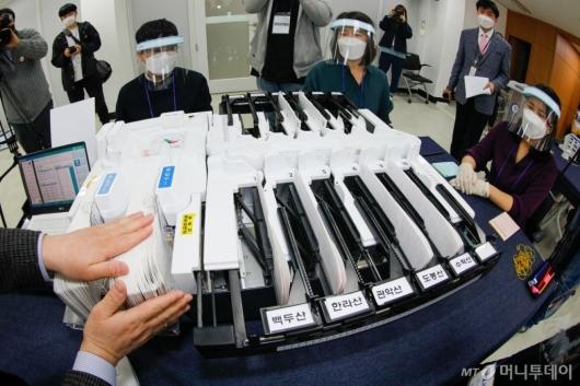 [사진]4.7 재·보궐선거 사전투표 및 개표 시연