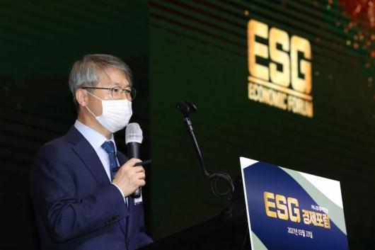 [사진]'ESG 경제포럼' 축사하는 민형배 의원