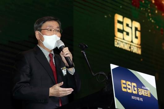 [사진]'ESG 경제포럼' 축사하는 전광우 이사장