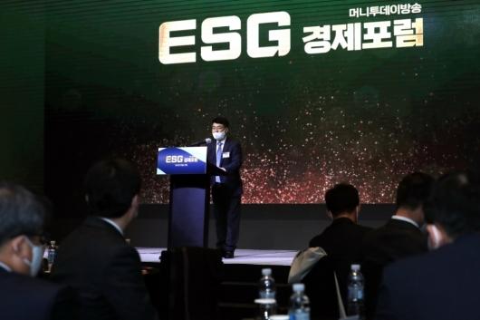 [사진]'ESG 경제포럼' 특별강연하는 이호영 교수