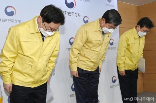 [사진]인사하는 박범계-전해철-권덕철