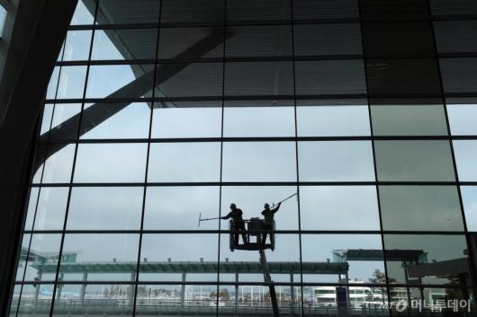 [사진]인천공항, 봄맞이 대청소 실시