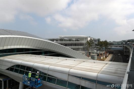 [사진]인천공항, 포스트 코로나 대비 대청소 실시