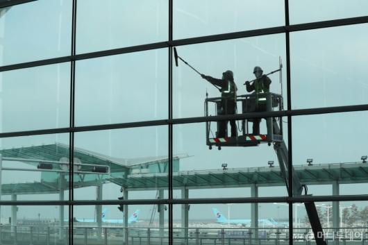 [사진]인천공항, 여객수요 회복 대비 봄맞이 대청소