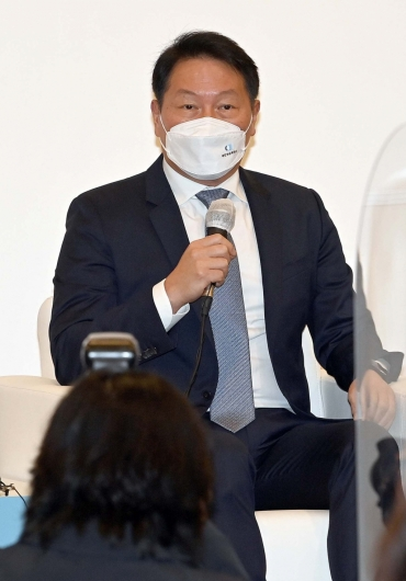 [사진]비대면 타운홀 미팅하는 최태원 회장