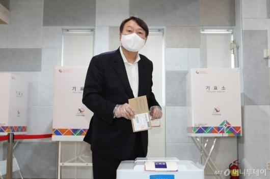 [사진]윤석열 전 검찰총장 사전투표