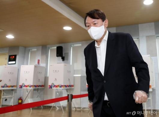 [사진]기표 마친 윤석열 전 총장