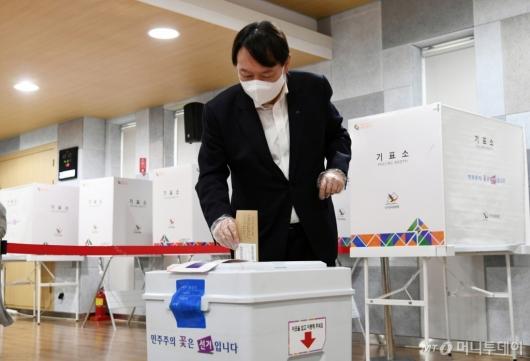 [사진]윤석열, 4·7 서울시장 보궐선거 사전투표