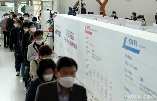 [사진]사전투표 대기줄