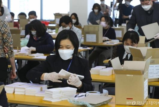 [사진]4·7 서울시장 보궐선거 투표용지 최종 검수