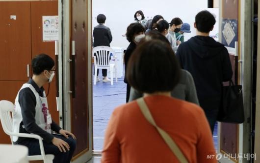 [사진]붐비는 투표소