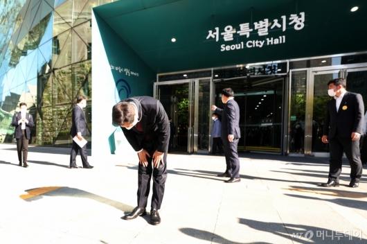 [사진]인사하는 오세훈 신임 서울시장