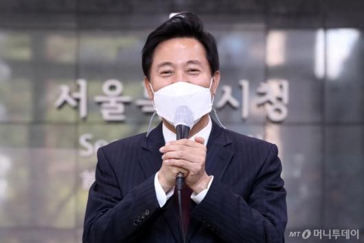 [사진]당선 소감 전하는 오세훈 신임 서울시장