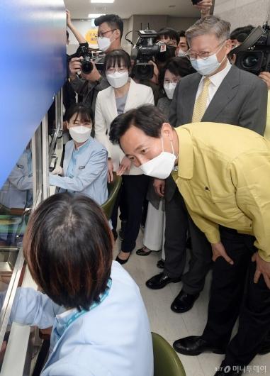 [사진]간호사들 격려하는 오세훈 시장