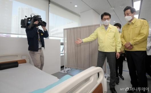 [사진]서울시 1호 예방접종센터 찾은 오세훈