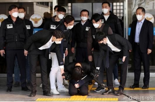 [사진]무릎 꿇은 세 모녀 살해 김태현