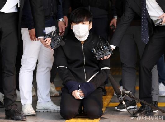 [사진]무릎 꿇은 '세 모녀 살해' 김태현