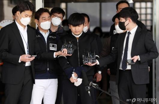 [사진]얼굴 공개된 '세 모녀 살인' 김태현