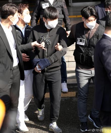 [사진]검찰 송치되는 김태현